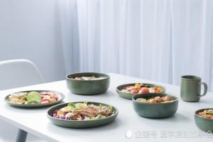 我国每天一万人确诊癌症医师劝告想长命四种隔夜菜撤下餐桌